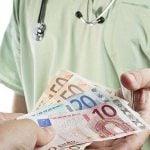 Lekári, poplatky, peniaze, šek
