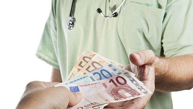 Platby u lekárov šekom?